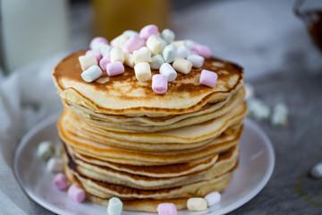 Pancake with caramel, marshmallow and honey