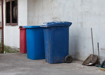 Blue , red bins , recycling bins , trash cans and public hospitals .