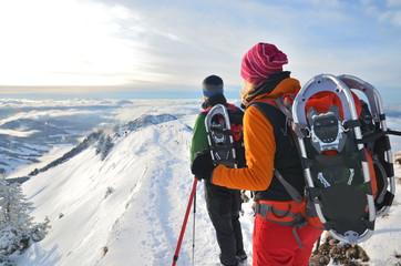 Mit Schneeschuh beim Wandern auf Berg