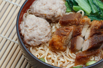 egg rice noodles served with crispy pork and pork ball bounce.