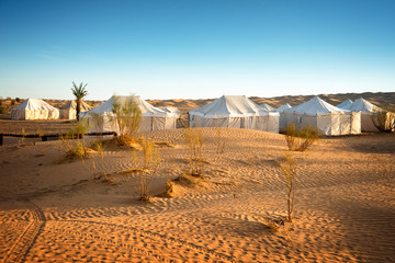 Foto auf Gartenposter Tunesien Camp of tents in a beautiful landscape of sand dunes in the desert of Sahara, South Tunisia