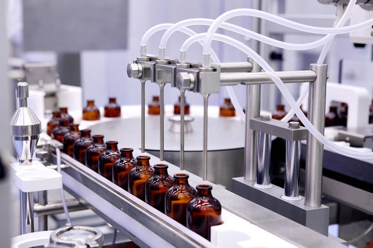 Bottling and packaging of sterile medical products. Machine afte