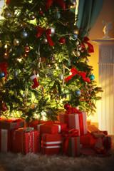 Fond de hotte en verre imprimé Montagne Christmas tree with presents near the fireplace