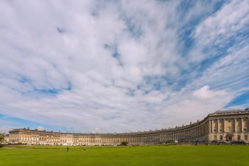 Fototapete - Bath, The Royal Crescent, Royal Victoria Park, Reihenhausrund