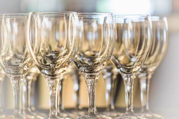 Weingläser stehen für den Empfang bereit