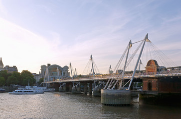 Fototapete - London, Golden Jubilee Bridge