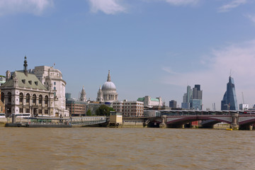 Fototapete - London, Blackfriars Bridge, St. Paul's Cathedral, Canary Wharf