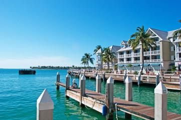 Palme, case, tipica architettura di Key West, molo, motoscafo, Key West, isole Keys, Florida, America, UsaKey West, isole Keys, Florida, America, Usa
