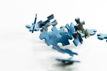 Fallende Puzzleteile