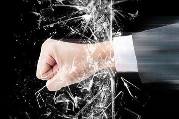 ガラスを割る拳,パンチ