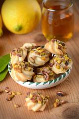 biscotti fatti in casa al miele, limone e pistacchio