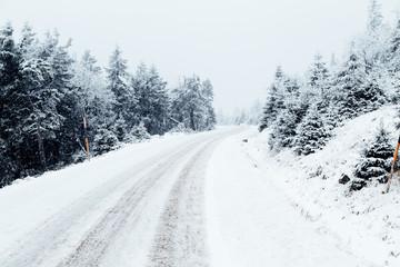 Brockenstraße mit Schnee