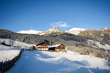 Winterlandschaft mit Alm und alten Bauernhof, Gasteinertal bei Bad Gastein, Pongau Alpen - Salzburg Austria Europe