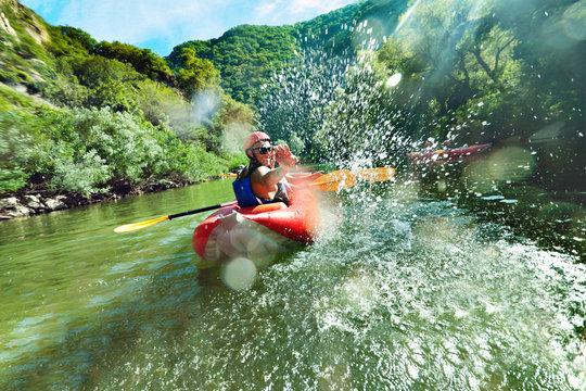 in river canoe splashes