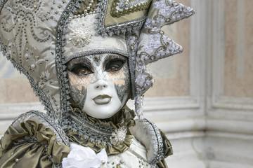 Fotobehang Schilderkunstige Inspiratie Woman with big mask