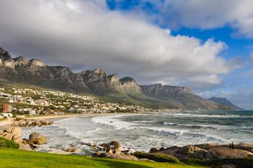 Strand von Camps Bay mit den Twelve Aposteles im Hintergrund; Kapstadt; Südafrika