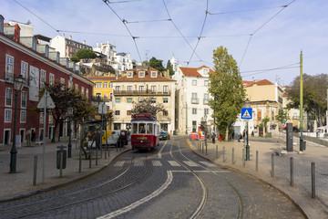 リスボン市内を行く路面電車