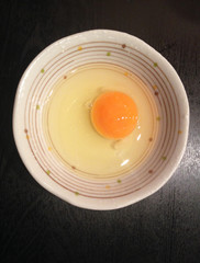 closed up the fresh hens egg in a bowl
