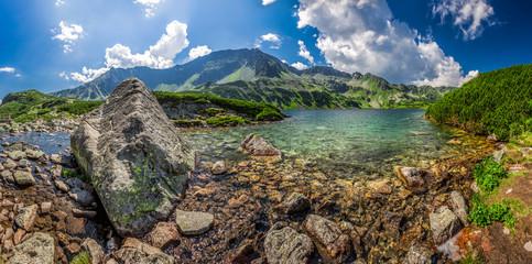 Obraz Panorama pięknego stawu w Tatrach - fototapety do salonu