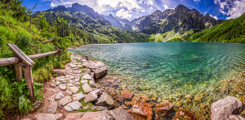 Obraz Panorama of pond in the middle of the Tatra mountains - fototapety do salonu