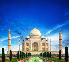 Fototapete - Taj Mahal palace in Agra, India. Travel landmark and world wonder