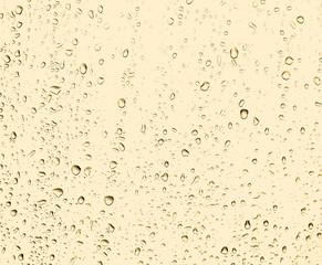 Капли дождя на отражающей поверхности