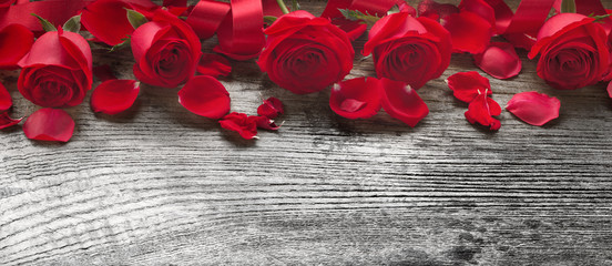 Roses on wooden board