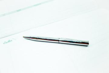 Metallic pen and recording paper