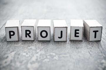 concept mot formé avec des lettres en bois - Projet