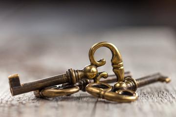 alte Schlüssel golden