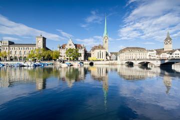 Fotomurales - Zürich Stadtansicht mit Stadthaus, Fraumünster und Münsterbrücke Schweiz