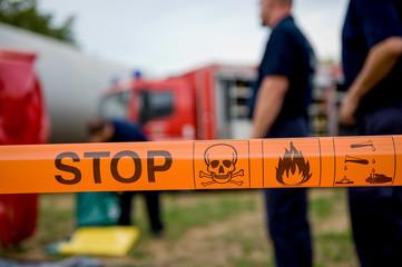 Gefahrenbereich Explosion Säure Gift