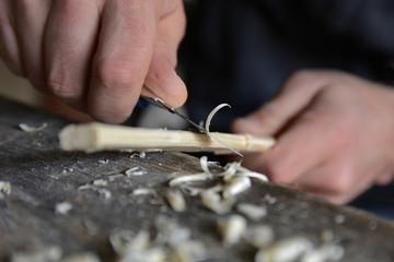 Lavorare legno manualmente