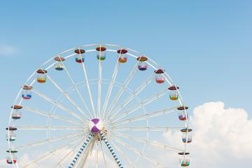 colourful ferris wheel with blue sky Fototapete
