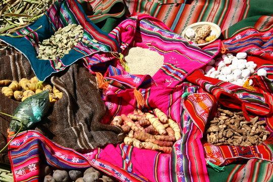 Traditionelles Essen auf den Uros Islands - Titicacasee, Peru