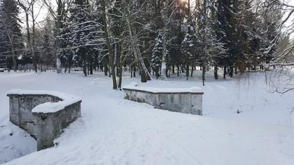 Mostek pokryty śniegiem