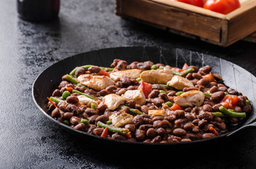 Beans with tomatoes and chicken