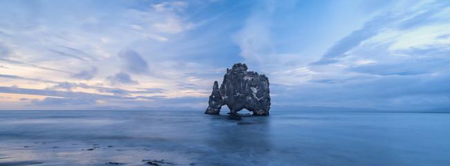 Fotobehang Reflectie rock elephant in Iceland