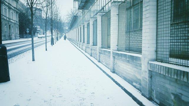 Strada con neve e freddo in inverno