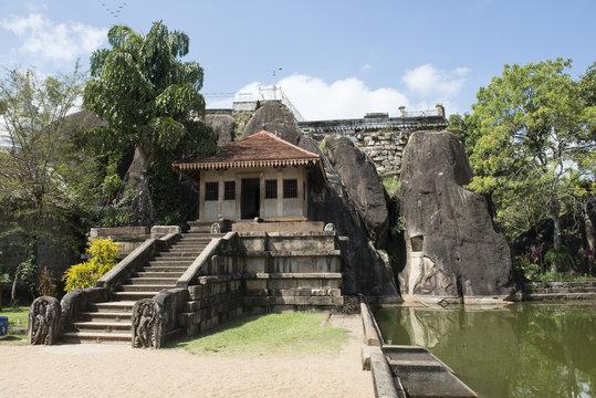Templo de Isumunuriya Vihara en Anuradhapura, Sri Lanka.