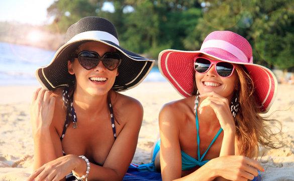 Women with sunhats