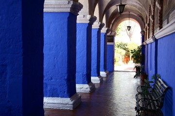 Säulengang im Kloster Santa Catalina in Arequipa, Peru