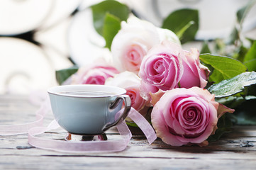 Wall Mural - Pink roses and coffe on the wooden table