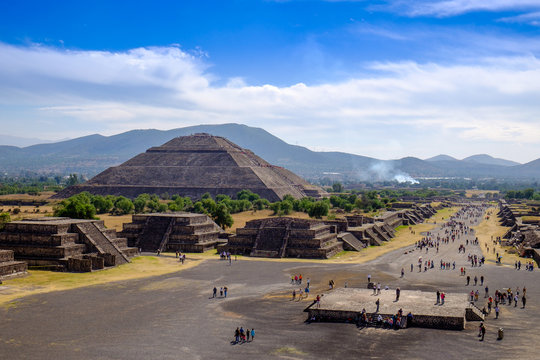 Scenic view of Pyramid of Pyramid of the Sun in Teotihuacan, Mexico