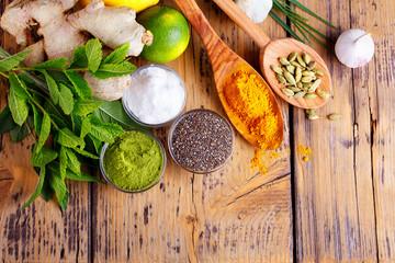 Superfood - Kräuter, Gewürze, Nahrungsergänzung - Chia, Moringa, Glukosamin, Knoblauch
