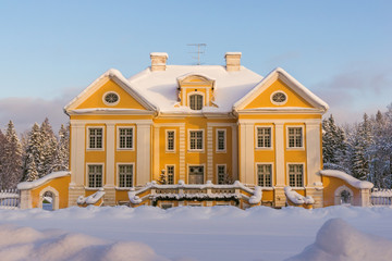 Palmse manor in winter