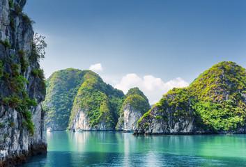 Beautiful azure water of lagoon in the Ha Long Bay, Vietnam Fotomurales