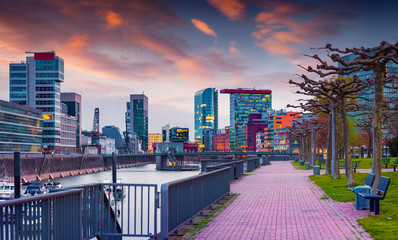Colorful spring sunset on Rhine in Dusseldorf. Fototapete