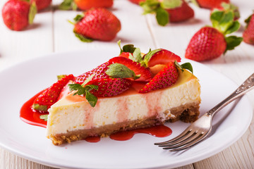 Delicious homemade cheesecake with strawberries