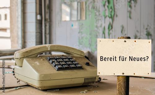 altes telefon bereit f r neues stockfotos und lizenzfreie bilder auf bild 100547920. Black Bedroom Furniture Sets. Home Design Ideas
